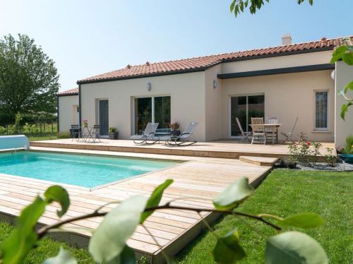 Maison lumineuse avec piscine à Commequiers